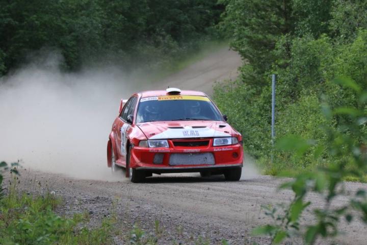 Kai ja Ida Hyttinen ajoivat voiton lauantaina Juuka-rallissa.