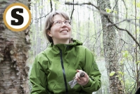Joensuulaisen Johanna Lakan esikoinen oli vasta 11 päivän ikäinen, kun hän oli äitinsä mukana lapinpöllön pesällä–Lakka on yksi Suomen ahkerimmista rengastajista