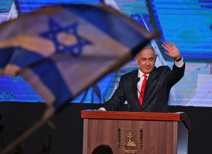 Pääministeri Benjamin Netanjahun poliittinen tulevaisuus on kiinni siitä, onnistuuko Yair Lapid muodostamaan hallituksen tänään. LEHTIKUVA / AFP