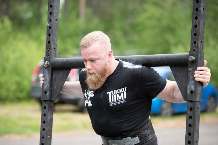 Miesten sarjassa Severi Allonen ei jättänyt selittelyille sijaa vieden voiton kaikissa osalajeissa.