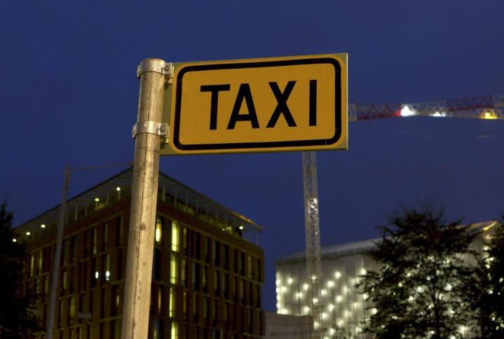 Poliisin mukaan epäilty oli ottanut yksin liikkuneita naisia kyytiin muualta kuin taksitolpalta. LEHTIKUVA / TEEMU SALONEN