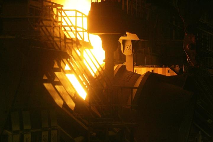 Tilaukset kasvoivat kaikilla teollisuudenaloilla, mutta erityisen paljon metalliteollisuudessa, jossa nousua oli 55,5 prosenttia. Kuva SSAB:n tehtaalta Raahesta. LEHTIKUVA / Markku Ruottinen