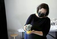 """Kuvataiteilija Johanna Turunen: """"Tiedän, että ihmiset tykkäävät tästä"""" - taidekeskus Ahjossa tehdään kesäkuussa kaupunkivariksia"""