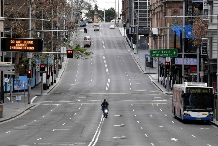 Sydneyssä alkoi sunnuntaina kahden viikon koronasulku, joka koskee yli viittä miljoonaa ihmistä. LEHTIKUVA/AFP
