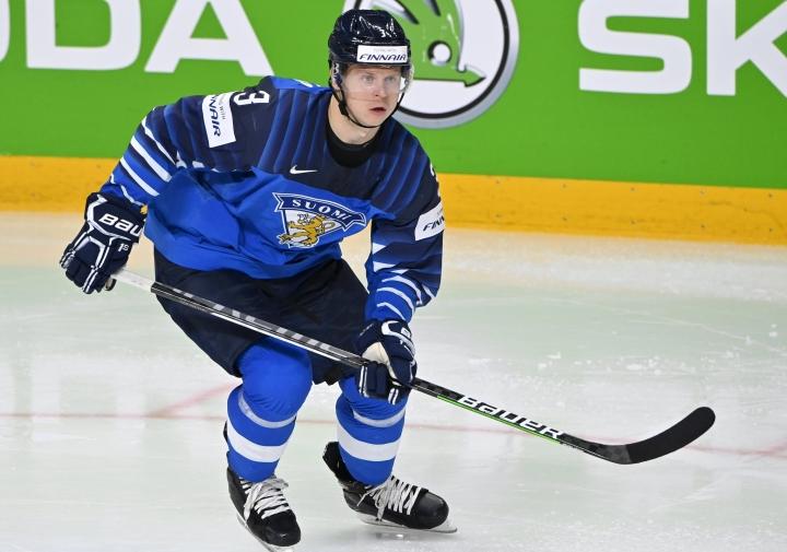 Suomen luottopuolustaja Olli Määtän mukaan Leijonien otteet ovat Riiassa kohentuneet ottelu ottelulta. LEHTIKUVA / Jussi Nukari
