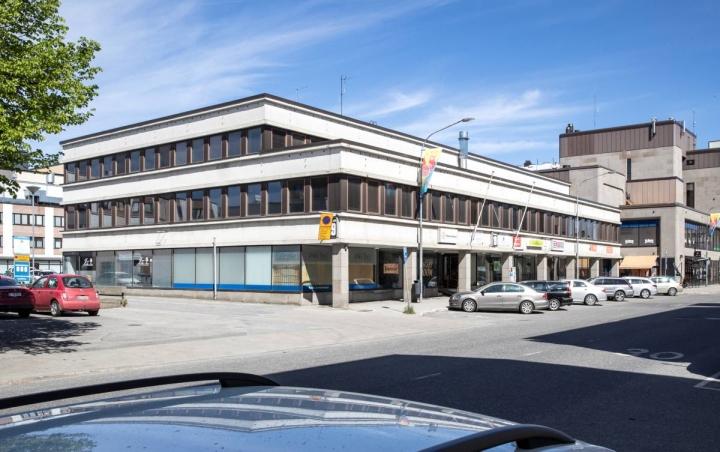 Purettava Torikatu 19:n liikerakennus on alun perin rakennettu vuonna 1955 ja uudistettu 1960-luvulla.