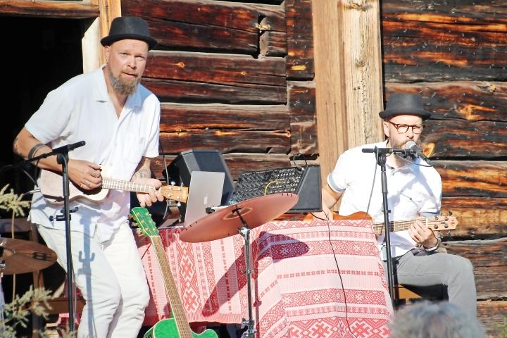 Yhdessä konsertissa esiintyy Mika ja Niko Saatsin Loimolan Voima -yhtye.