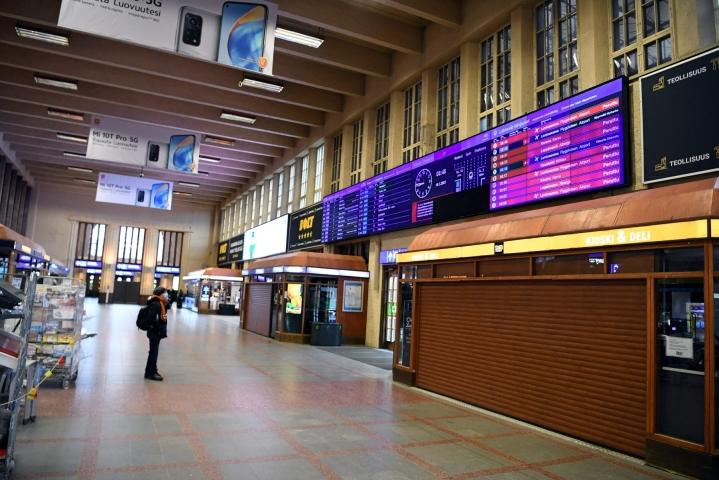 Veturinkuljettajien mielenilmaus pysäytti HSL:n ja VR:n lähiliikenteen Helsingin päärautatieasemalla torstaiaamuna 18. maaliskuuta 2021. LEHTIKUVA / JUSSI NUKARI