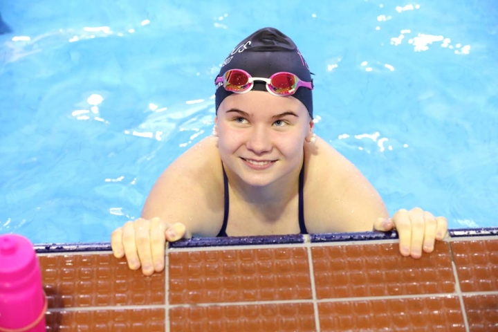Joensuun Uimaseuran Maria Korkalainen oli kuudes SM-kisojen nuorten sadan metrin rintauinnissa. Arkistokuva.