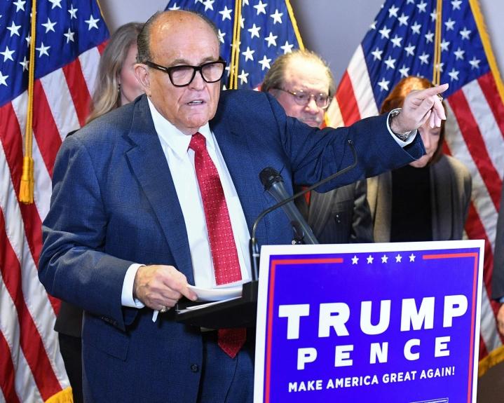 Rudy Giuliani on menettänyt toistaiseksi asianajajan toimilupansa New Yorkin osavaltiossa. Arkistokuva on viime marraskuulta. LEHTIKUVA / AFP