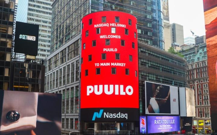 Puuilo listautui Nasdaqin Main Market -listalle 24. kesäkuuta 2021. Kuvassa Nasdaq Helsingin onnittelu näkyy New Yorkin Times Squarella 7. kesäkuuta 2021. LEHTIKUVA / HANDOUT