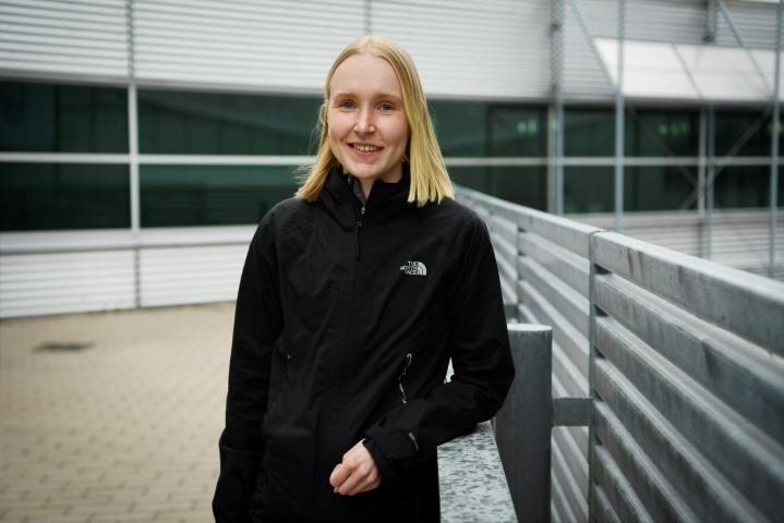 Veera Klemettinen Helsinki-Vantaan lentokentällä Vantaalla 7. toukokuuta 2021. LEHTIKUVA / ANTTI AIMO-KOIVISTO
