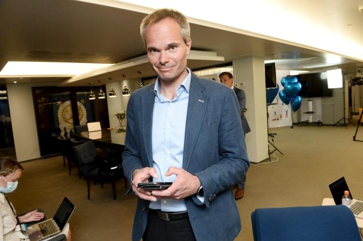 Kai Mykkänen sanoo HS:n haastattelussa, että myös kauppojen, huoltoasemien ja ravintoloiden peliautomaatit pitäisi poistaa. LEHTIKUVA / Mikko Stig