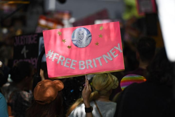Holhouksen alla oleva yhdysvaltalainen poptähti Britney Spears on kertonut losangelesilaiselle tuomioistuimelle haluavansa isäänsä syytettävän holhousaseman väärinkäytöstä. LEHTIKUVA/AFP