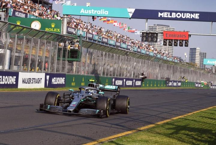 Mercedeksen Valtteri Bottas voitti viimeksi ajetun formula ykkösten Australian gp:n Melbournessa maaliskuussa 2019. LEHTIKUVA / AFP