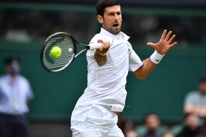 Maailmanlistan ykkönen Novak Djokovic eteni miesten kaksinpelin neljännelle kierrokselle Wimbledon tennisturnauksessa. LEHTIKUVA/AFP