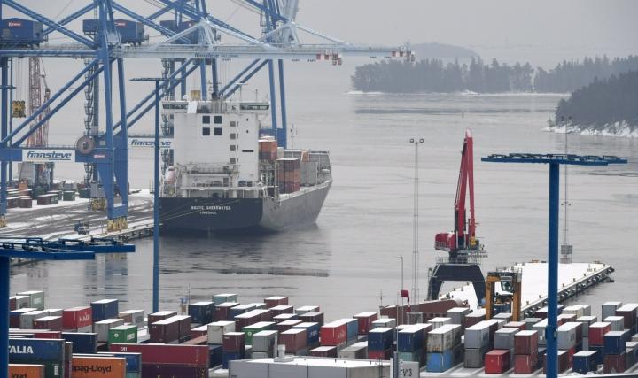 Talvimerenkulku on Suomelle erittäin tärkeää, sillä Suomen Varustamot ry:n mukaan Suomen ulkomaankaupasta lähes 90 prosenttia kulkee meritse ympäri vuoden.  LEHTIKUVA / JUSSI NUKARI