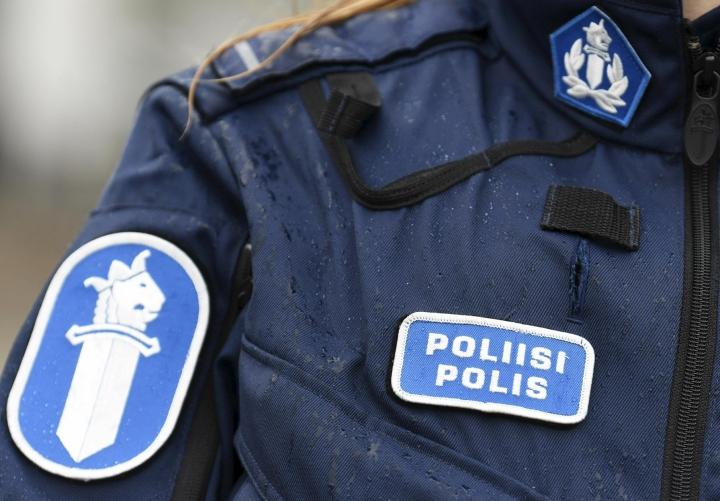 Poliisi tutkii tornista pudonneen nuoren miehen kuolinsyytä. LEHTIKUVA / VESA MOILANEN