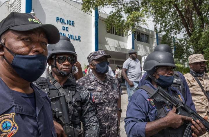 Haitin poliisi ilmoitti sunnuntaina pidättäneensä haitilaisen miehen presidentti Jovenel Moisen ampujien värväämisestä. LEHTIKUVA/AFP