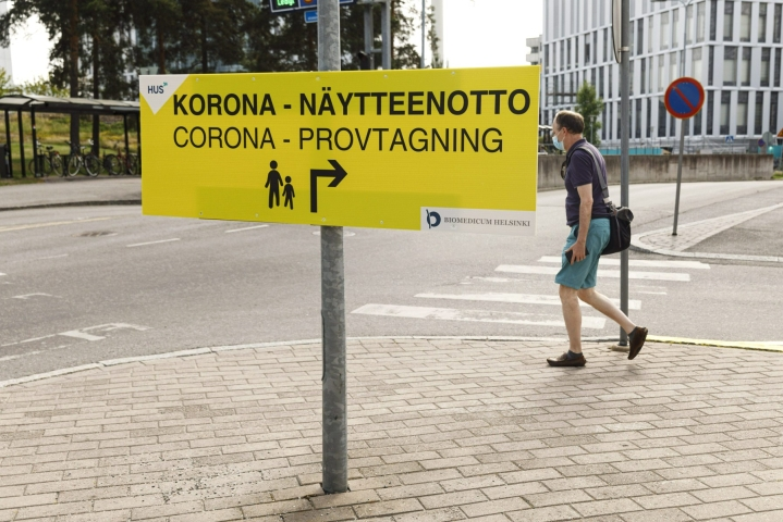 Suomessa on raportoitu tänään 300 uutta koronavirustartuntaa. LEHTIKUVA / RONI REKOMAA