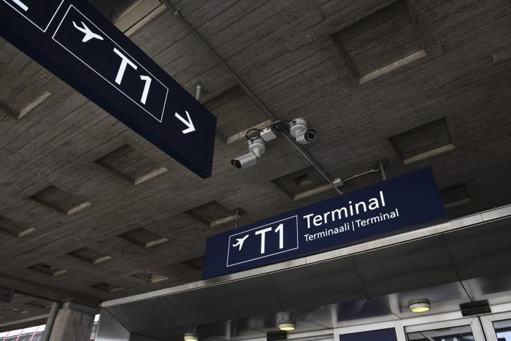 Terminaali on ollut suljettuna yli vuoden koronapandemiasta johtuvan vähäisen matkustajamäärän vuoksi. LEHTIKUVA / Emmi Korhonen