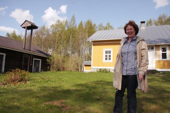 Inkeri Haapalaisen mukaan myös solistit ovat nauttineet Suvessa soi -tapahtumassa esiintymisestä. Etenkin Mönnin kylätalolla tunnelma on tiivis, sillä yleisö on lähellä esiintyjiä. Arkistokuva vuodelta 2011.