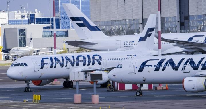 Fintrafficin mukaan koronaa edeltäneeseen tilanteeseen verrattuna syvimmällä oli huhti-kesäkuussa yhä lentoliikenne. LEHTIKUVA / MARKKU ULANDER