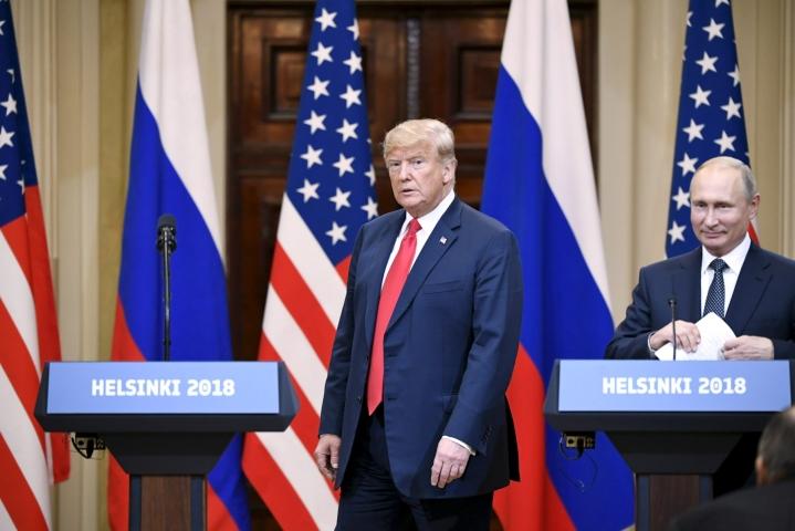 Donald Trump ja Vladimir Putin pitivät yhteisen lehdistötilaisuuden tavatessaan Helsingissä kolme vuotta sitten. LEHTIKUVA / Jussi Nukari