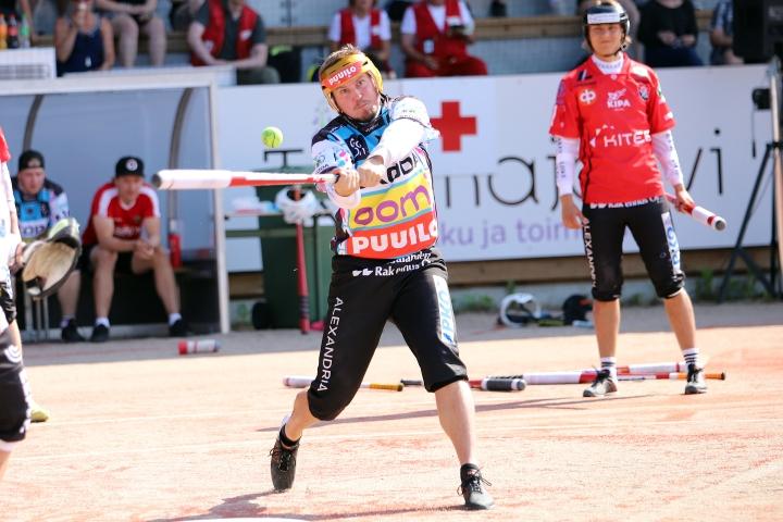 Sami Mikkolanahon löi kunnarin ja kolme juoksua kahdella lyönnillä ensimmäisen jakson lopussa.