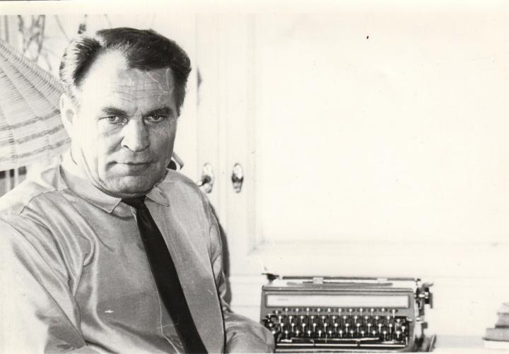 Esa Anttala kirjoitti yli 20 kirjaa. Hän toimi myös aktiivisesti paikallisissa kirjallisuusyhteisöissä.