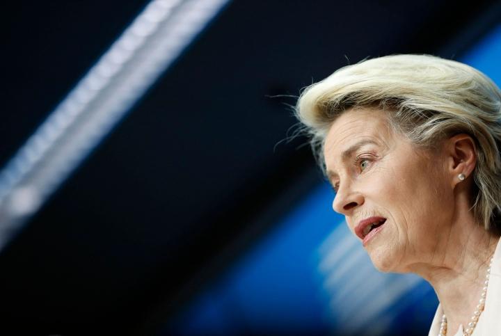 Von der Leyen painotti, että koronavirusta ei ole vielä voitettu, mutta EU on valmis toimittamaan enemmän rokotteita myös viruksen uusia variantteja vastaan. .LEHTIKUVA/AFP