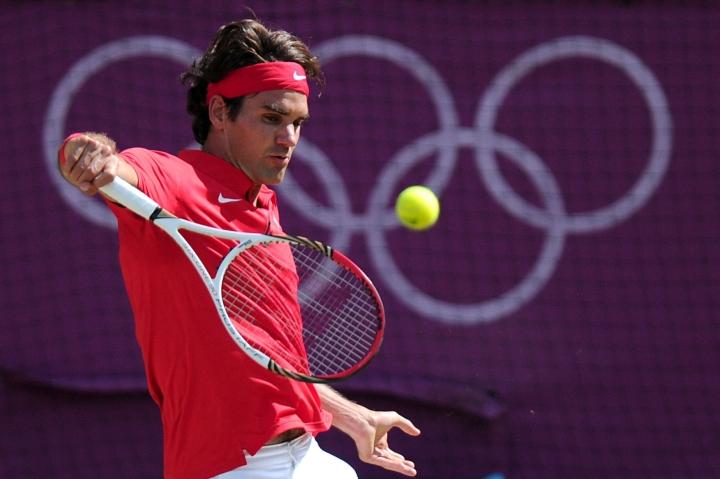 Sveitsiläinen tennistähti Roger Federer vetäytyi Tokion olympiakisoista polvivamman vuoksi. LEHTIKUVA/AFP