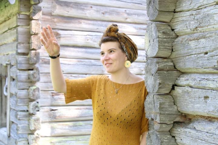 Viliina Silvonen kertoo kiinnostuneensa itkuvirsiperinteestä jo opiskellessaan folkloristiikan perustutkintoa. Parhaillaan hän viimeistelee aiheesta väitöskirjaa.