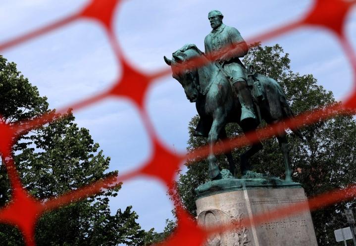 Toinen poistetuista patsaista esittää kenraali Robert E. Leetä, joka johti etelävaltioiden joukkoja Yhdysvaltain sisällissodassa 1860-luvulla. LEHTIKUVA/AFP.