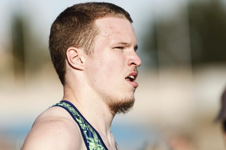 Oulun Pyrintöä edustava Samuel Purola hankki finaalipaikan juoksemalla välieränsä voittajaksi ajalla 21,27. LEHTIKUVA / Roni Rekomaa