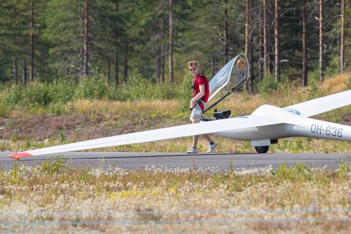 16-vuotias Miro Pajarinen on lentänyt purjekonetta nyt yhteensä 30 tuntia.