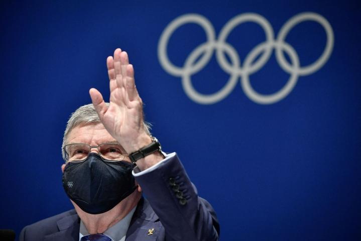 Kansainvälisen olympiakomitean puheenjohtaja Thomas Bach kertoo, että Tokion olympialaisten järjestämiseen liittyvä epävarmuus on aiheuttanut unettomia öitä. Olympiatuli syttyy kuitenkin perjantaina. LEHTIKUVA/AFP