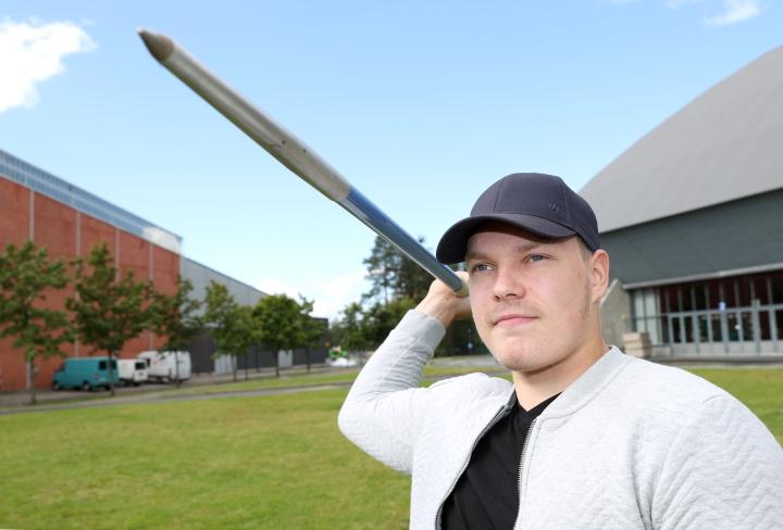 Pihtiputaan keihäskarnevaaleilla jännitettiin Pyhäselän Urheilijoiden Tino Mäkelän pääsyä 23-vuotiaiden EM-kisoihin.