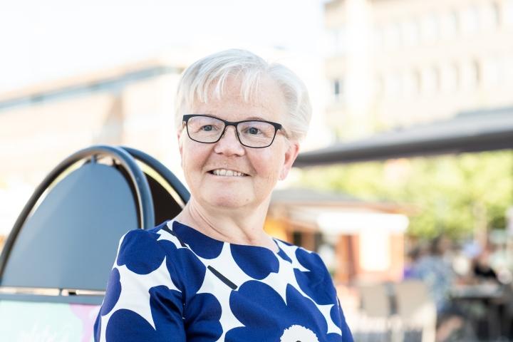 Sirpa Kaipiainen työskenteli työuransa viimeiset kolme vuotta Siun soten toimialuejohtajana. Tehtävä on ollut vaativa ja kiireinen, mutta Kaipiainen on nauttinut siitä kuten kaikista muistakin töistään.