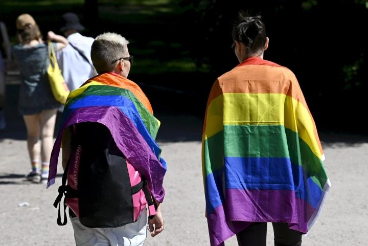 Hyökkäys Setan rantajuhlissa Jyväskylässä oli järjestön mukaan viharikos. Kuva Helsingin Kaivopuiston Pride-viikon vietosta. LEHTIKUVA / EMMI KORHONEN