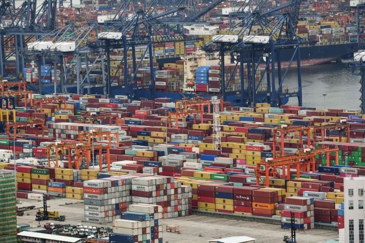 Kiinan talouden kasvu hidastui vuoden toisella vuosineljänneksellä edellisestä, kertoo maan tilastokeskus. LEHTIKUVA/AFP