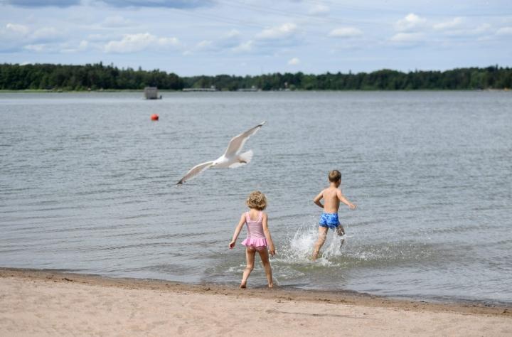 Tiistain ja keskiviikon välisenä yönä Suomeen on tulossa säärintama, joka tuo mukanaan kuuroluontoisia sateita. LEHTIKUVA / SILJA-RIIKKA SEPPÄLÄ