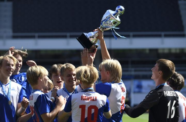 Helsinkiläinen PPJ voitti Helsinki Cupin B17-sarjan finaaliottelun Helsingin Olympiastadionilla.  LEHTIKUVA / Jussi Nukari