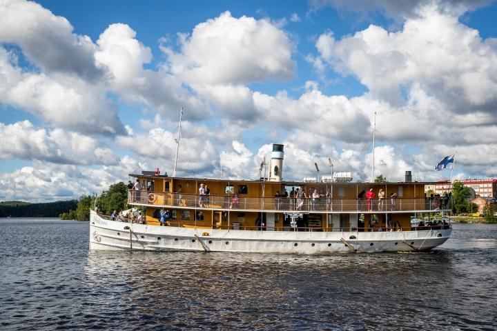 S/s Savonlinna kuljettaa matkustajia 117 vuoden kokemuksella.