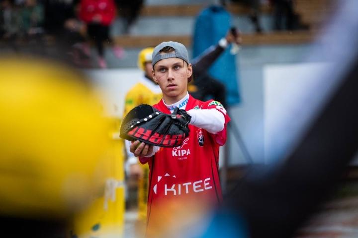 Kiteen Pallon lukkarina pelannut 16-vuotias Topias Kaksonen pelasi komean debyytin lautasen ääressä.
