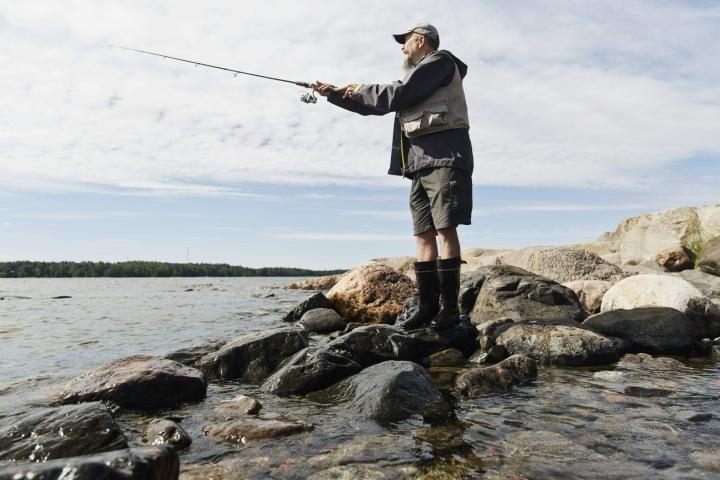 Heittokalastusta Helsingissä. Kuvituskuvaa. LEHTIKUVA / RONI REKOMAA