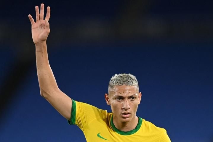 Brasilialaishyökkääjä Richarlison johti torstaina hattutempullaan Brasilian 4–2-voittoon Saksasta Tokion olympialaisissa. LEHTIKUVA/AFP