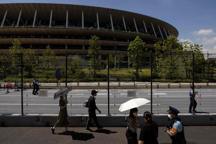 Tokion kaupunkiin oli torstaina päätetty julistaa olympialaisten yli jatkuva virushätätila. LEHTIKUVA / AFP