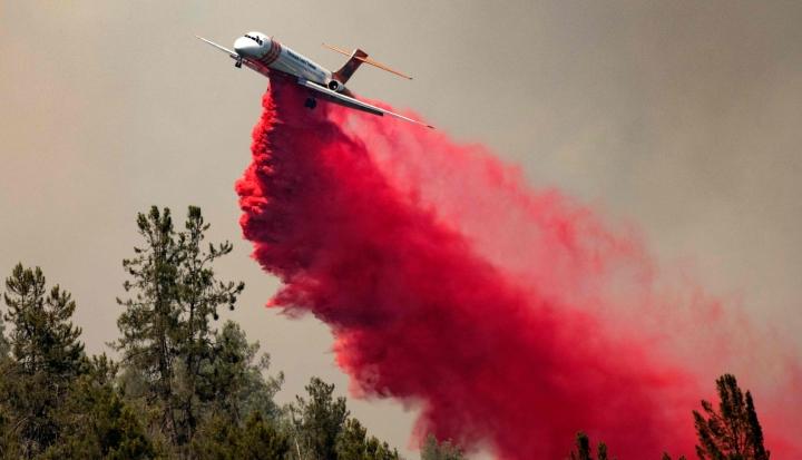 Yhdysvaltain Kaliforniassa yritettiin hallita maastopaloja kuun alussa. LEHTIKUVA / AFP