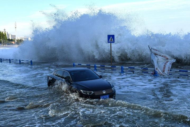 Myrsky runteli sunnuntaina Kiinan itäosia. LEHTIKUVA / AFP